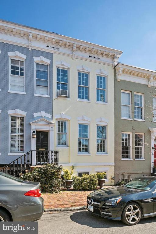 ***EXCELLENT LOCATION***WALKING DISTANCE TO SHOPPING, DINING, TRANSPORTATION***CENTRALLY LOCATED IN GEORGETOWN***2 UPPER LEVELS IN 3 LEVEL TOWNHOME***ALL HARDWOOD FLOORS, WASHER AND DRYER, FIREPLACE***2 BEDROOMS AND 2 BATHROOMS***ACCESS TO DECK AND REAR YARD***LOWER BASEMENT UNIT RENTED SEPARATELY***CALL FOR AN APPOINTMENT***APPLICATION FEE IS $50.00 PER ADULT***