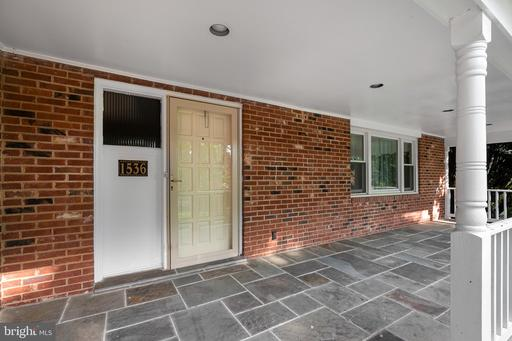 1536 Forest Ln, McLean 22101