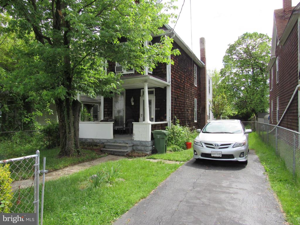 Fixer upper with great bones, huge rooms, newer roof, newer gas furnace and gas hot water heater, updated electric, large fenced yard, off street parking on newer driveway, large unfinished basement with flush. Priced to Sell! Cash, Rehab Loan or Conventional Only.