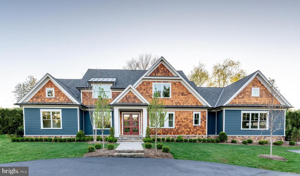 PARK CENTRAL, 3 CUSTOM ARTISAN HOMES, 2 UNDER CONTRACT 1 REMAINING.  MAIN LEVEL OWNERS SUITE, VAULTING CEILINGS, WIDE PLANK FLOORING, MODERN FARMHOUSE DESIGN, THREE CAR GARAGE, COMPLETE ATTENTION TO DETAIL. WALK TO MCLEAN CENTRAL BUSINESS DISTRICT