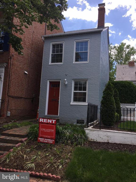 Charming TH in desirable SE quadrant of Old Town.2 beds, 1 bath plus small office, main level porch overlooks nice backyard. new cabinets in kitchen, hardwoods throughout. lower level  for  ample storage &  full size washer & dryer.