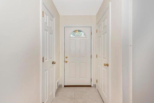 Foyer11234349607386156.jpg