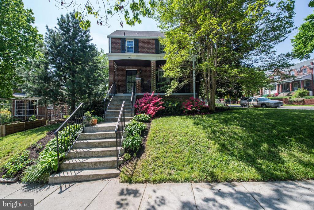 Light filled, spacious detached home w/traditional layout in the heart of Brookland. There are 4 bedrooms, 2 full baths plus den/family room and gorgeous front porch for entertaining. Has 2 car driveway and newer furnace, and high velocity CAC.