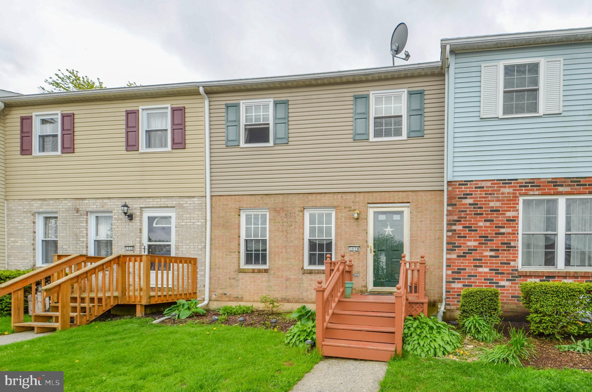 5654 WOOD LANE, ALLENTOWN, PA 18106