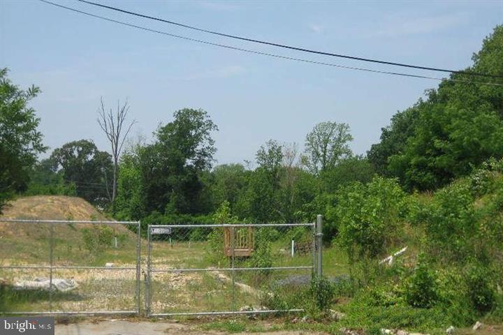 LIVINGSTON ROAD, OXON HILL, MD 20745