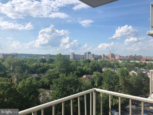 Bright & sunny studio condo in gated community. Minutes to Huntington Metro Station, Rt 1 & 495. Also has walking path to Old Town. Gorgeous view from balcony.  Amenities include 24 Hr front desk concierge, swimming pool, tennis court, sauna, party room, plenty of free parking. Laundry room on the same floor.  $40 credit check. $100 move in fee
