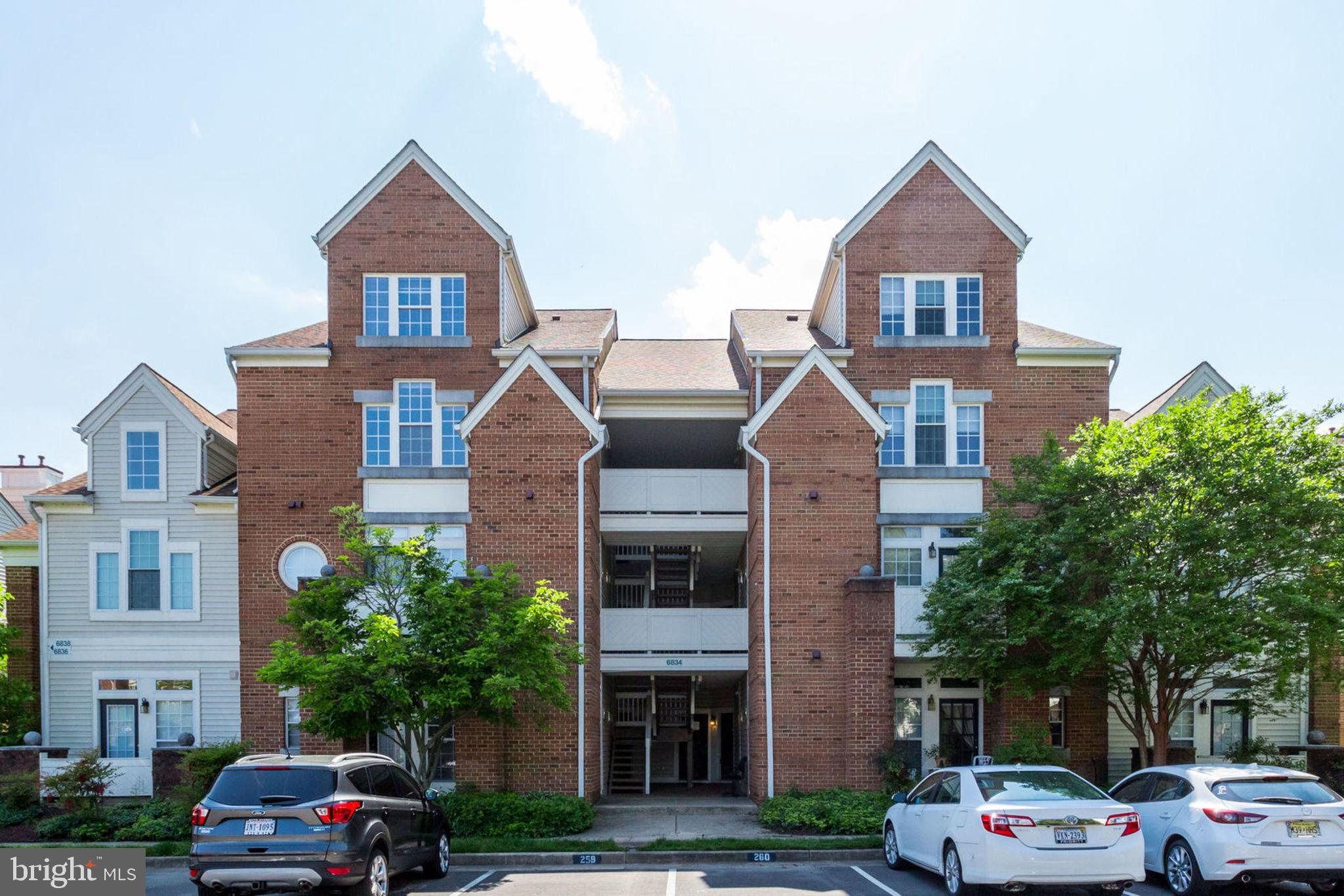 Welcome to your condo with a private entrance, walk into an open floor plan with a fireplace. 9-foot ceilings with a lot of sunlight. granite counters, blinds and ceiling fans. Master bedroom with large windows and a patio. So much closet space!Two outdoor pools, fitness center and clubhouse. Access to other amenities in Kingstowne. 10 minutes to Franconia Springfield Metro.