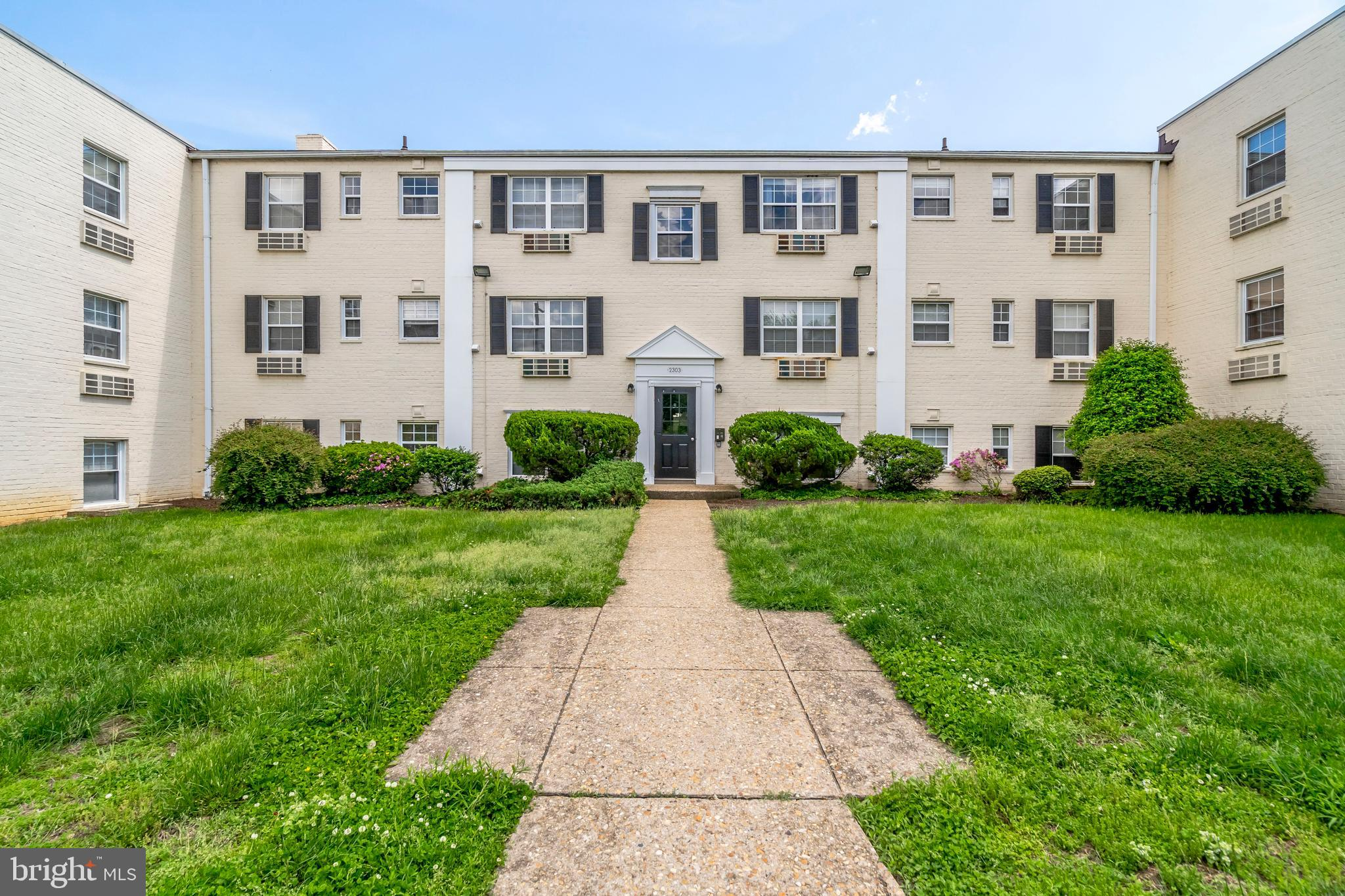 The best deal in the DMV! Own for less than you can rent! You can live right across the street from Huntington Metro for an estimated monthly mortgage payment (PITI) of less than $850 per month! This bright, open, and airy condo has been recently painted, and is move-in ready. This home is a commuter's dream - you can be on the Metro, or on the beltway, within 5 minutes.Furniture included in list price if the buyer wants to keep it.