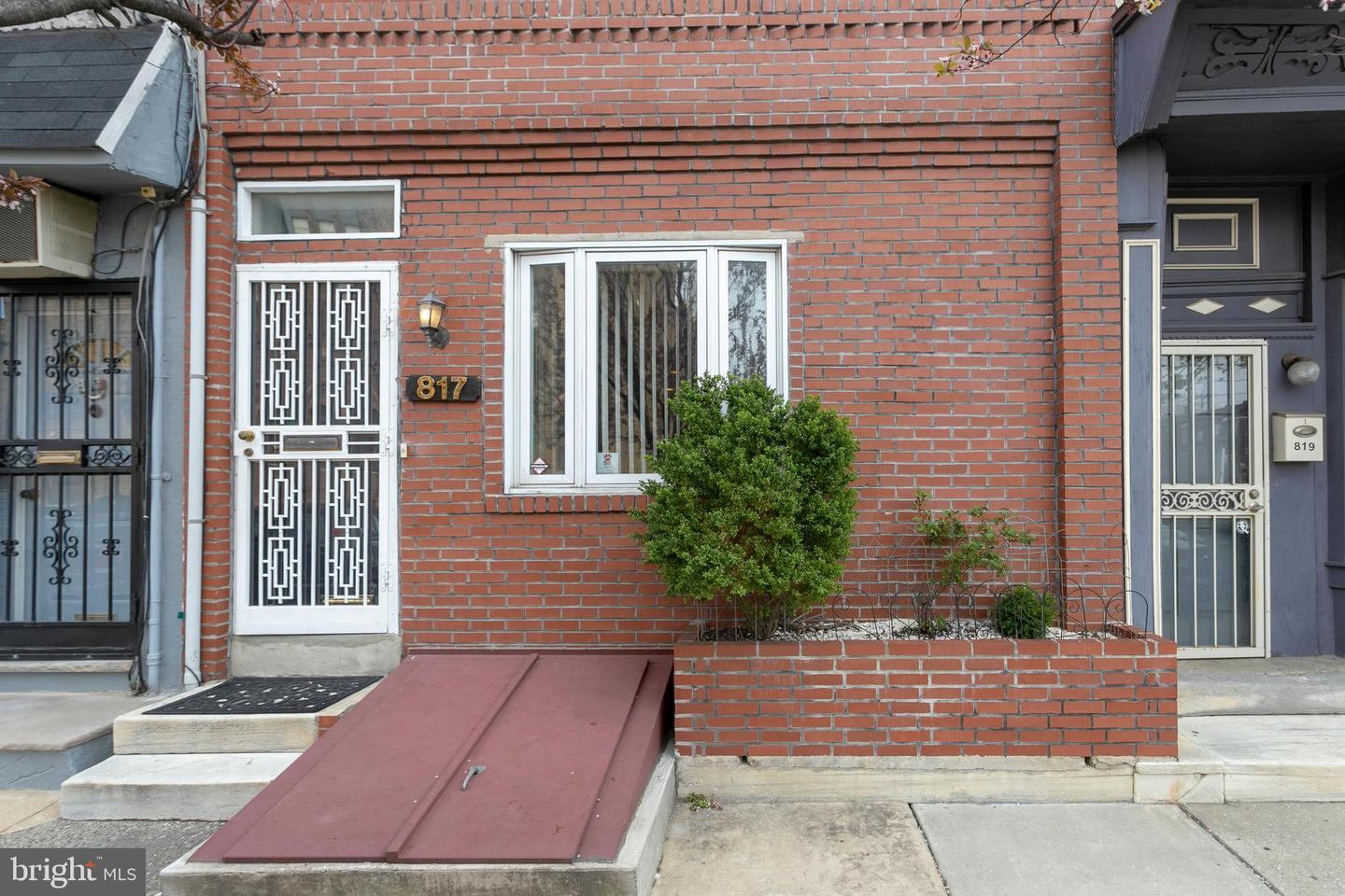817 S 11TH Street Philadelphia, PA 19147