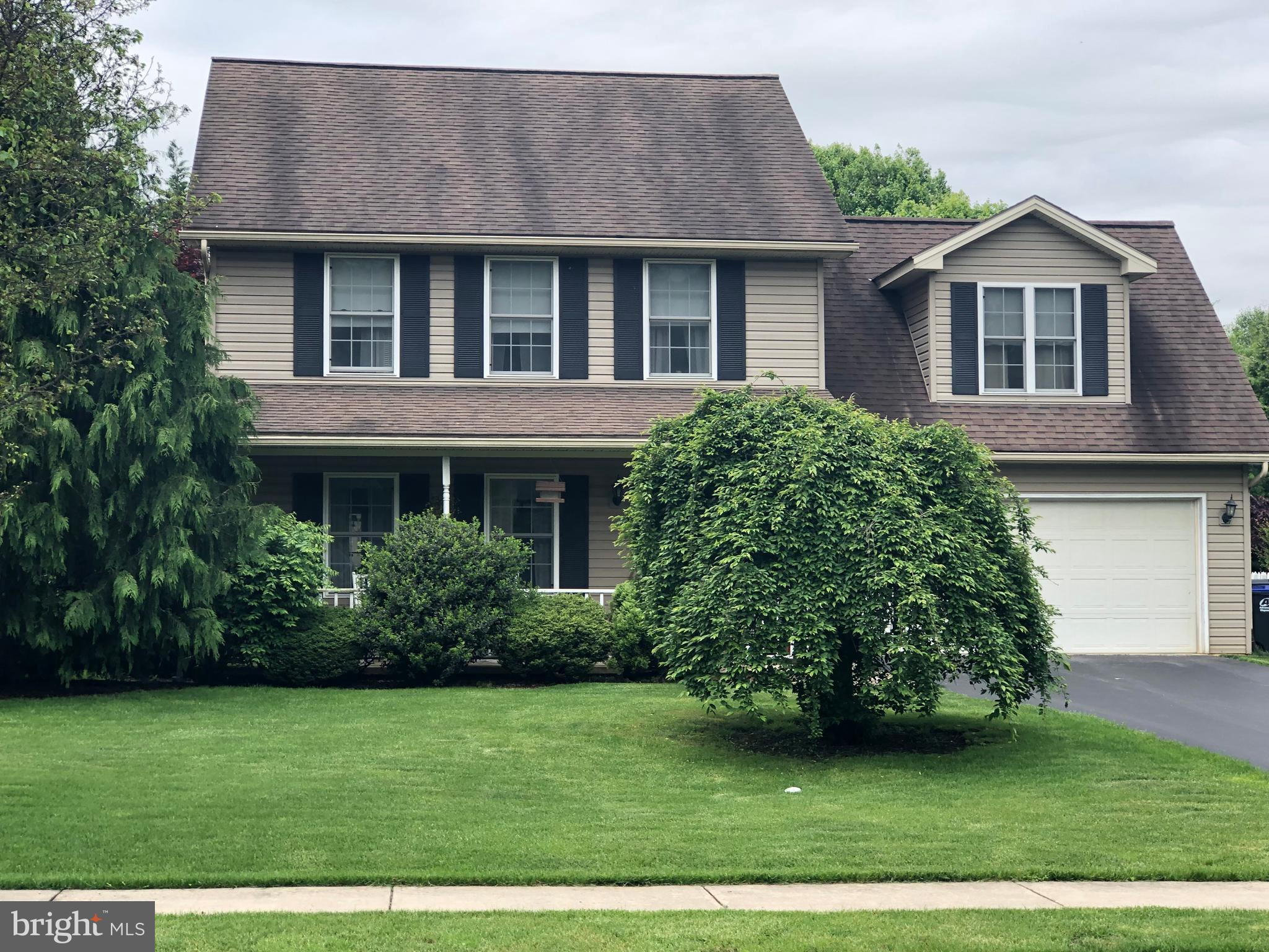 19 WOODVIEW DRIVE, MOUNT HOLLY SPRINGS, PA 17065