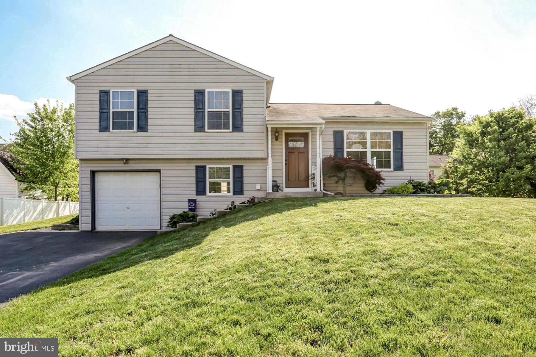 107 COMMODORE DRIVE, BAINBRIDGE, PA 17502