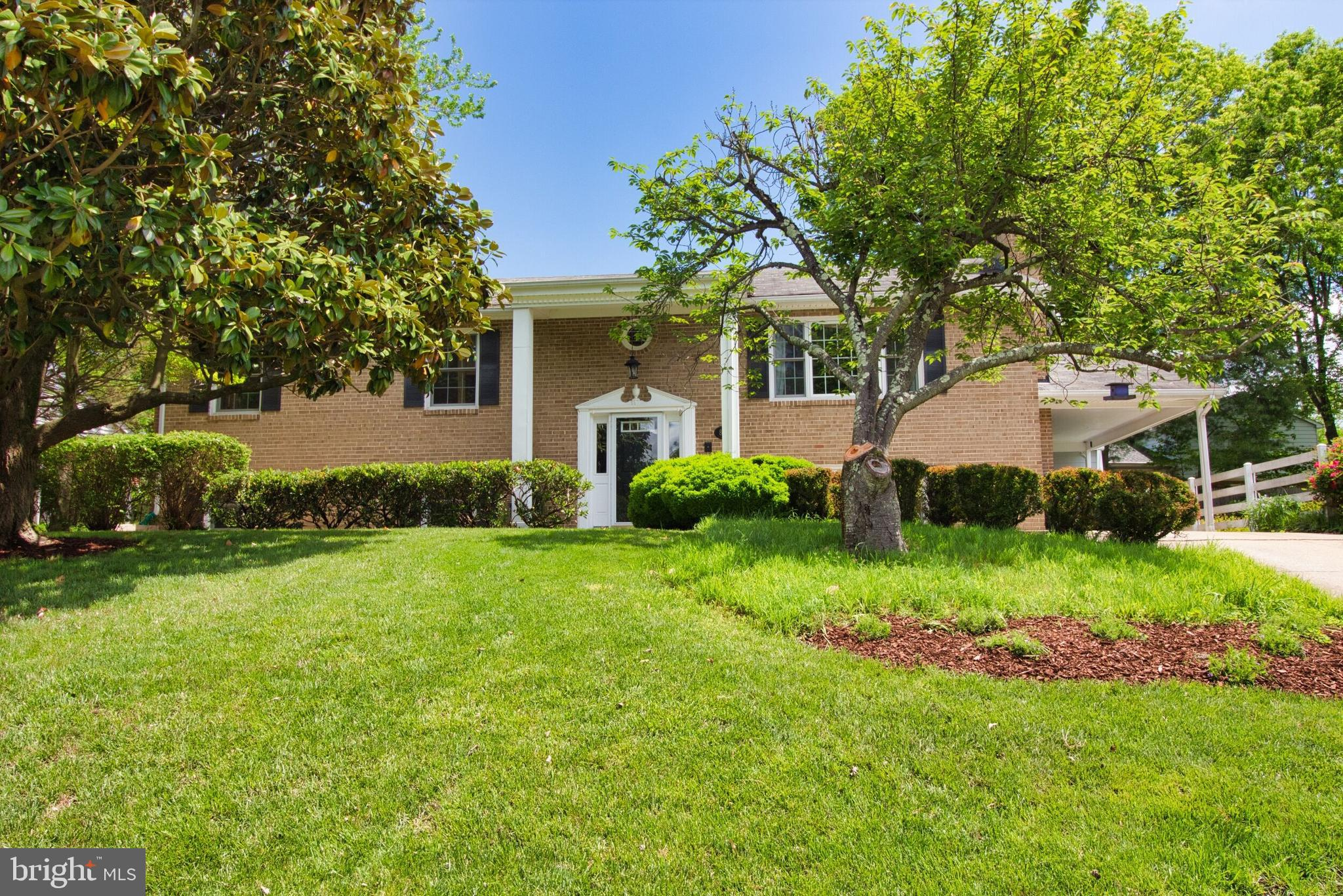 Expanded and gorgeous home in Stratford area of Mt. Vernon, Huge master suite with beautiful luxury bathroom. 5 bedooms total, 3 full baths, hardwoods, large rooms, designer colors and renovations! Gas line brought in for lower level fireplace! Move in and have the summer poolside!