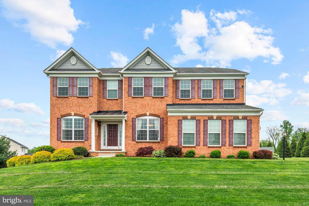 """OPEN SUNDAY 1-3:00pm 8/24**ONCE RURAL AND FARMLAND, THIS COMMUNITY HAS EXPANDED WITH NEW CONSTRUCTION ON SIZEABLE LOTS KEEPING THE AMBIANCE OF THE COUNTRYSIDE! THE ADDED BONUS OF THE GREAT HIGH RANKING HEREFORD SCHOOL DISTRICT ATTRACTS MANY FAMILIES HERE...JUST MINUTES OFF I83 ON MIDDLETOWN ROAD! THIS BEAUTIFUL BRICK MODEL HOME'S FLOOR PLAN IS UNBEATABLE.. TWO STORY FAMILY ROOM W/FIREPLACE OFF OF A HUGE GOURMET KITCHEN W/A SEPARATE, SUPER BRIGHT MORNING SUNROOM! HOLIDAYS ARE SPECIAL IN THE FORMAL LIVING AND DINING ROOMS! A FIRST FLOOR DEN & HALF BATH ARE BIG FAMILY PLUSES! A LOVELY MASTER BEDROOM W/VAULTED CEILING, WALK-IN CLOSET & MASTER BATH ARE SPA-LIKE! 2ND LEVEL LAUNDRY IS A """"YEAH"""" COME SEE THIS SPECIAL FAMILY HOME"""