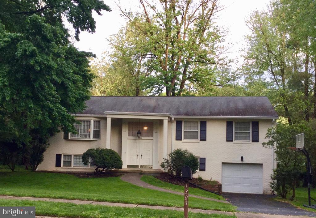 1303 Elsinore Ave, McLean, VA 22102