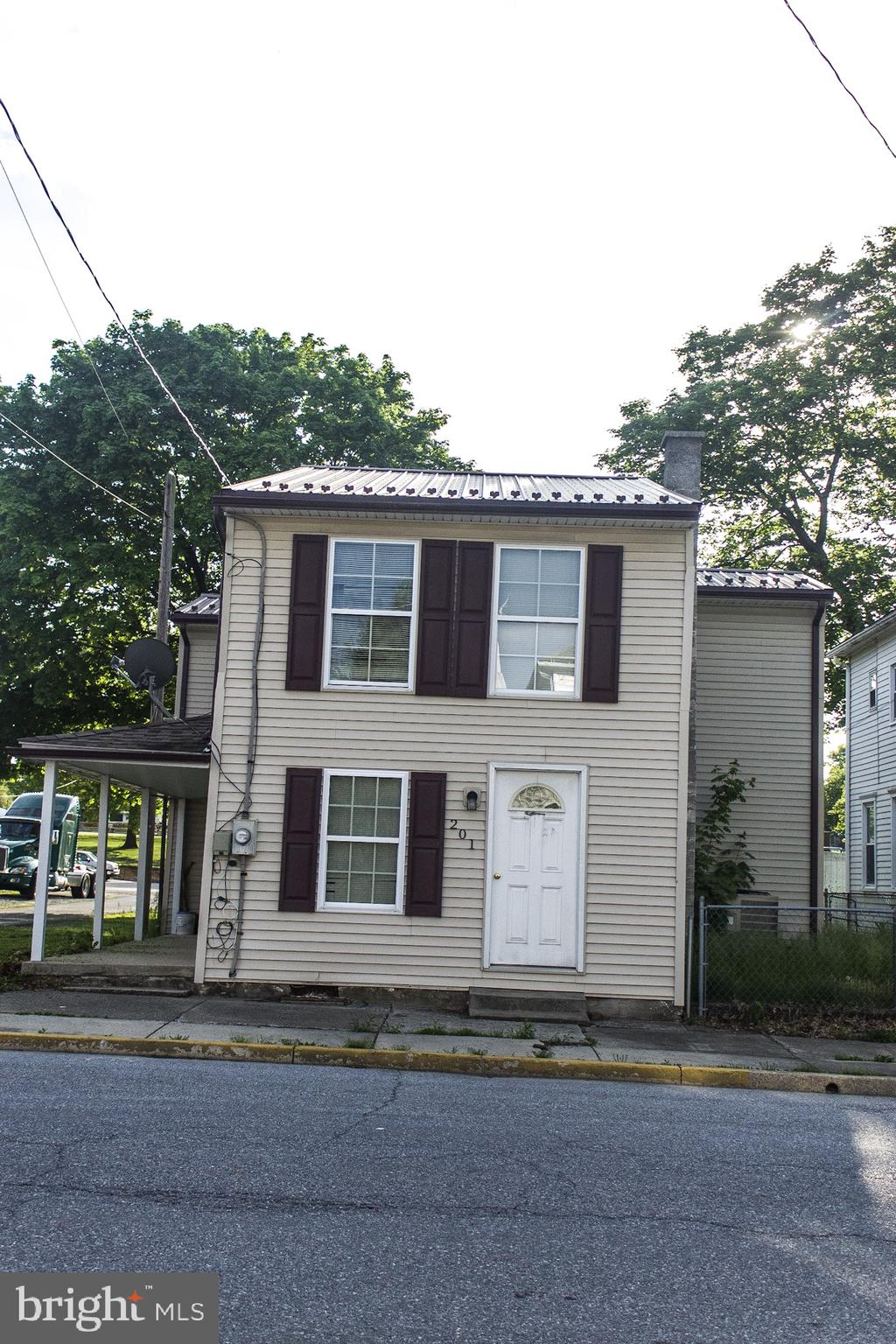 201 CHESTNUT STREET, MOUNT HOLLY SPRINGS, PA 17065