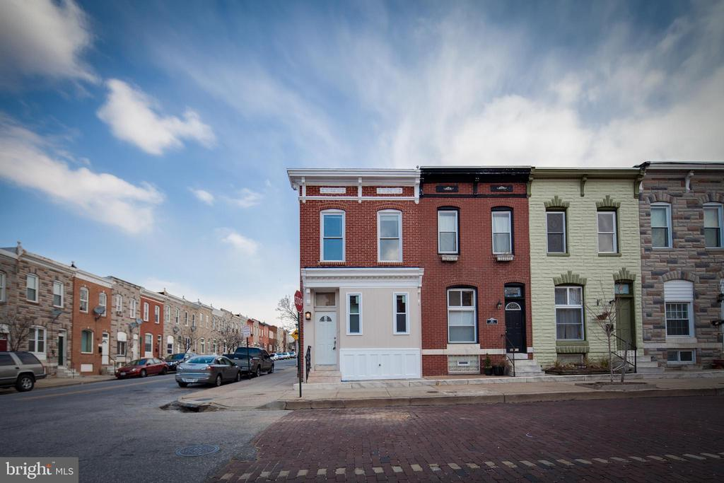 Beautiful home in Baltimore City. Fantastic renovations throughout this 3Bedroom/4bath townhome. Features tray ceilings on main floor and in master bedroom, hardwood floors on main level, stainless steel appliances, granite counters, breakfast bar, fully finished club room with wet bar and surround sound, metal staircase and open risers, showing a gorgeous luxury touch!