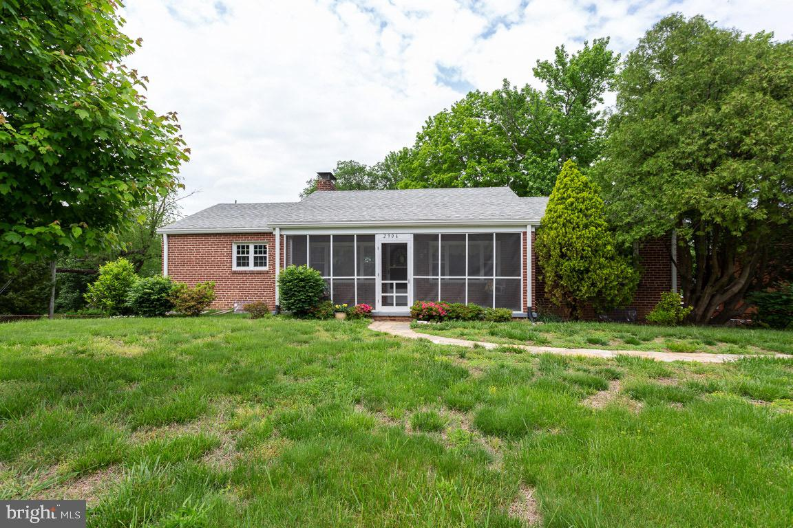 OPEN HOUSE SUNDAY, MAY 19, 1-3PM, Charming Home on Large Corner Lot. Great Location! Close to Huntington Metro, Easy Commute to Old Town, Pentagon, Ft. Belvoir.  Hardwood floor in Bedrooms, New Windows, Attached Basement Garage,  Screened-In Porch, Two Fireplaces, Cedar Closet.  Opportunity to renovate to your tastes!