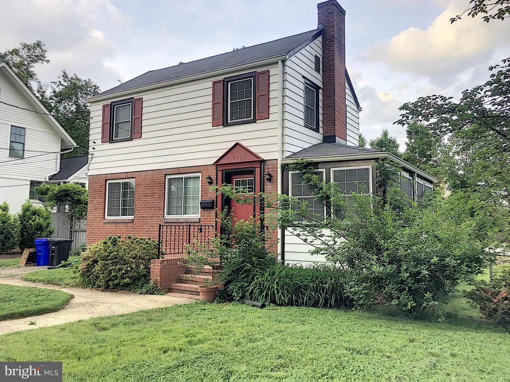 Charming 3br/2ba home in fantastic location! Just steps form Washington-Lee HS. Short walk to VA Sq and Ballston metro stops. Huge yard! Driveway parking.  Refinished hardwood, updated bathrooms and kitchen with plenty of character intact! Built-ins in dining room for easy storage. A commuter's dream! Quick access to I66, Lee Hwy, Rte 50 and 395! Walk to grocery, restaurant and shopping. Professionally managed. Pay rent online!