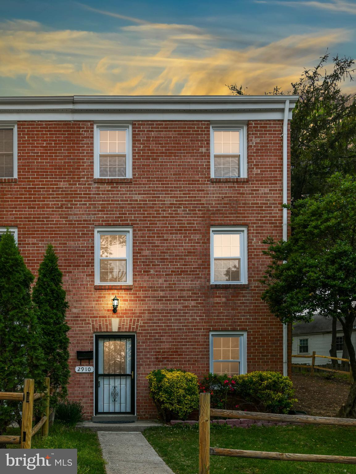 BEAUTIFUL 3 LEVEL BRICK FRONT, END UNIT TOWNHOUSE. 3 BED 2.5 BATH, RENOVATED TOWNHOUSE. KITCHEN WITH NEW CABINETS, GRANITE TOPS AND STAINLESS STEEL APPLIANCES. UPGRADED LIGHTS, FRESH PAINT, NEW CARPET, FULLY FINISHED BASEMENT WITH REC ROOM. NEW ROOF, NEW HVAC, NEW WINDOWS, FENCED BACKYARD. MINUTES AWAY FROM I-95, ROUTE 1, QUANTICO BASE, SHOPPING, DINING, POTOMAC MALL, WALL MART.