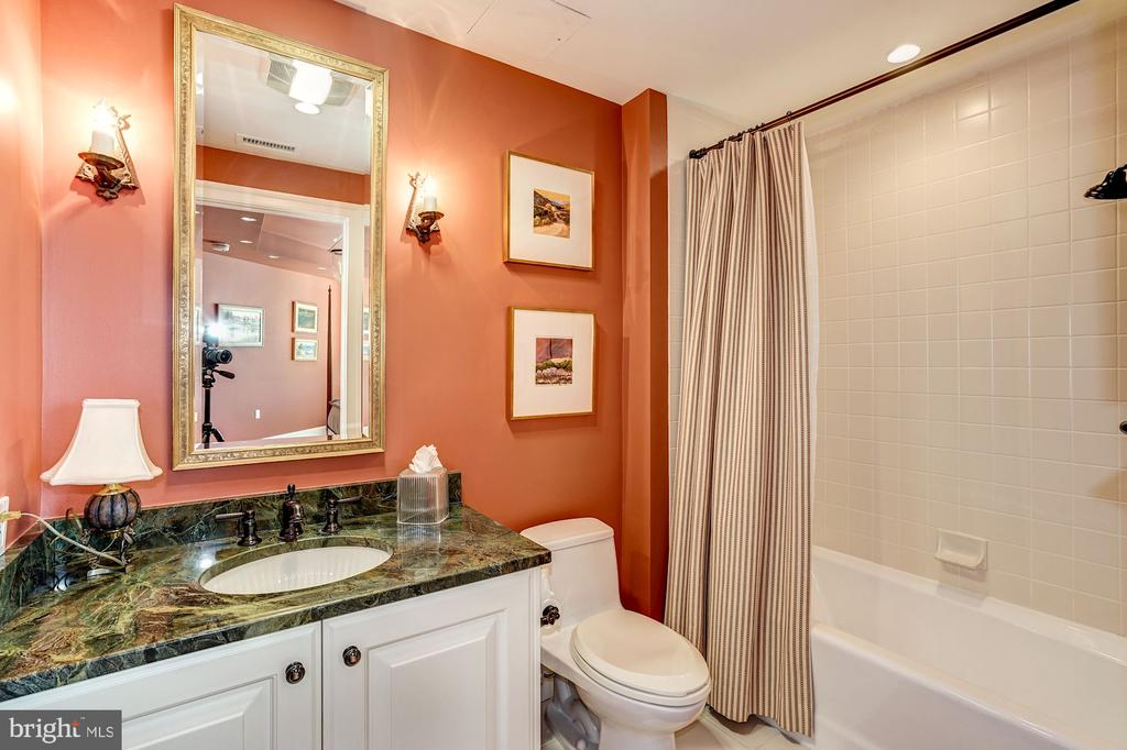 5630 Wisconsin Ave #1002, Chevy Chase, MD 20815