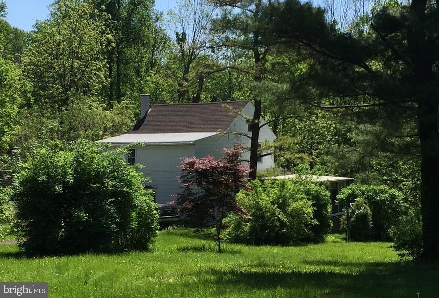 6221 FOUR POINT ROAD, BETHEL, PA 19507