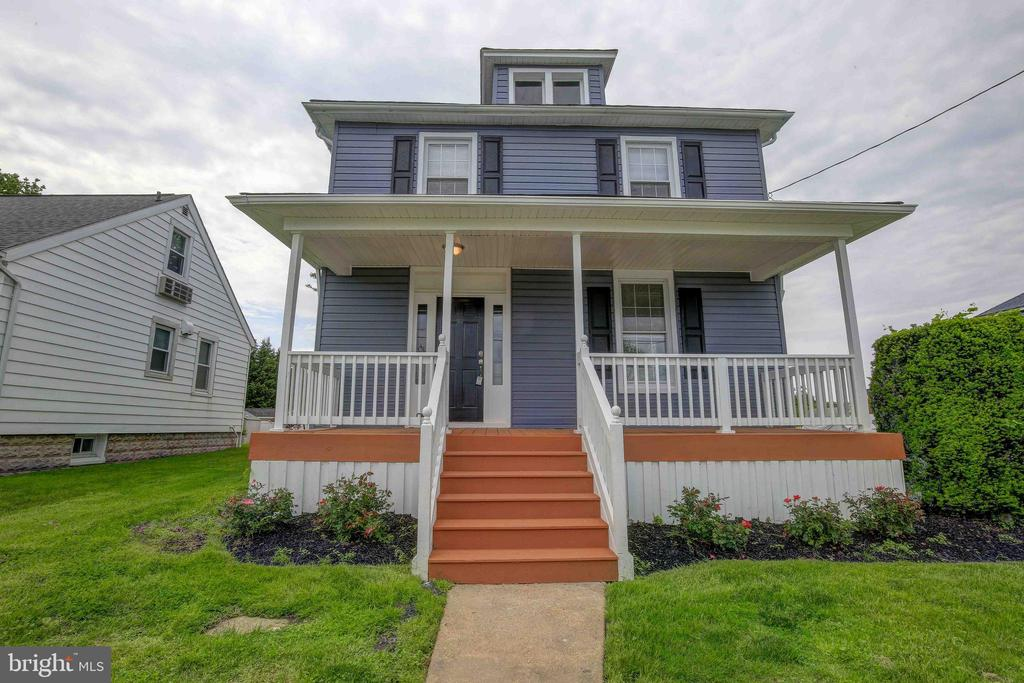 Beautifully renovated 3 Bedroom home absolutely perfect for you to move right in. Everything in this home looks spectacular with custom touches throughout.