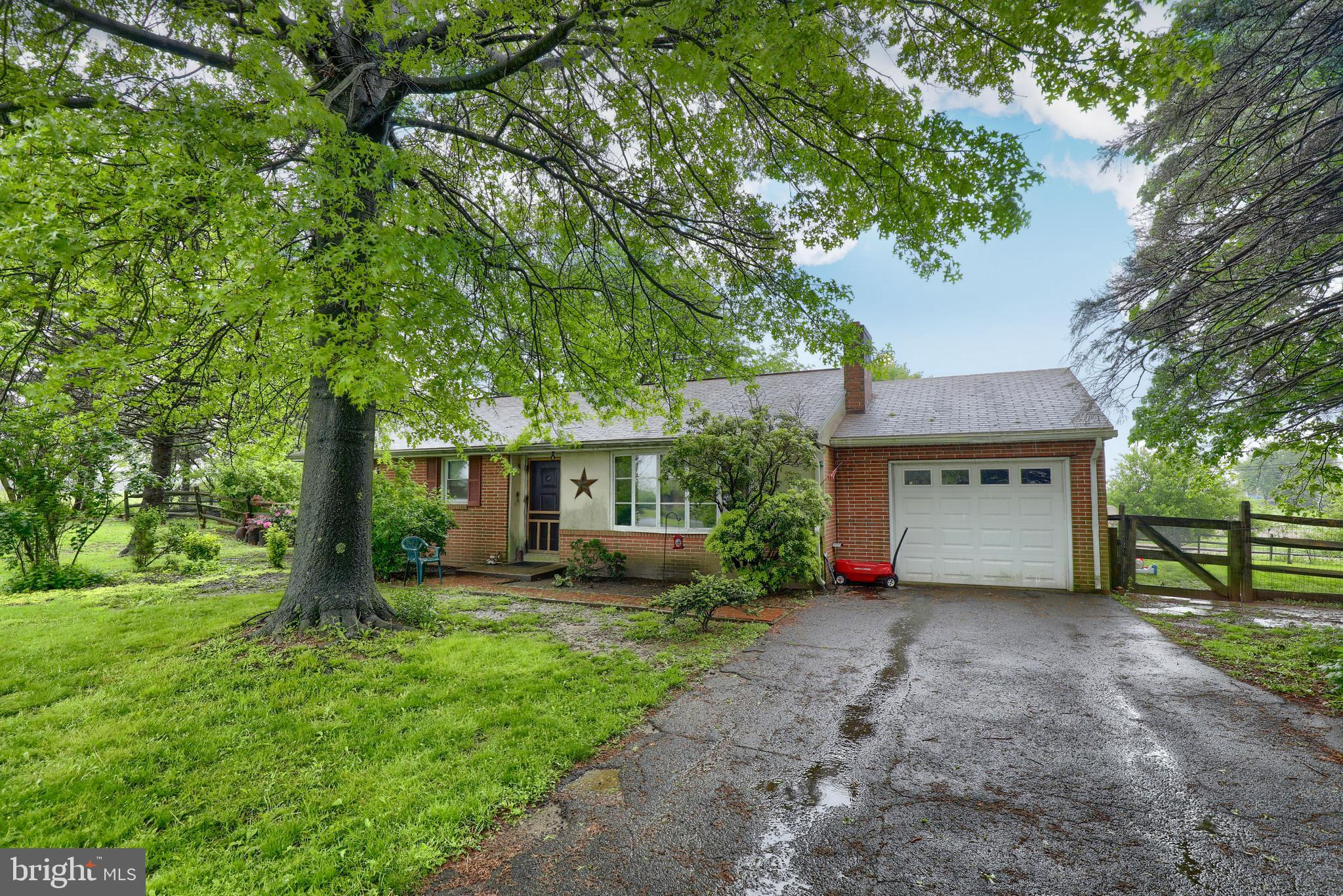 18 HARBOR VIEW DRIVE, HOLTWOOD, PA 17532