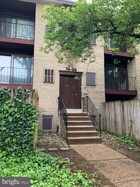 Large one bed room condo, second floor unit, have a nice view of the park, Open living room with sliders to open balcony, move in condition.Convenience location, close to 95 and main route.condo fee includes water and snow and swimming pool, only pays electric bill. Owner is motivated.