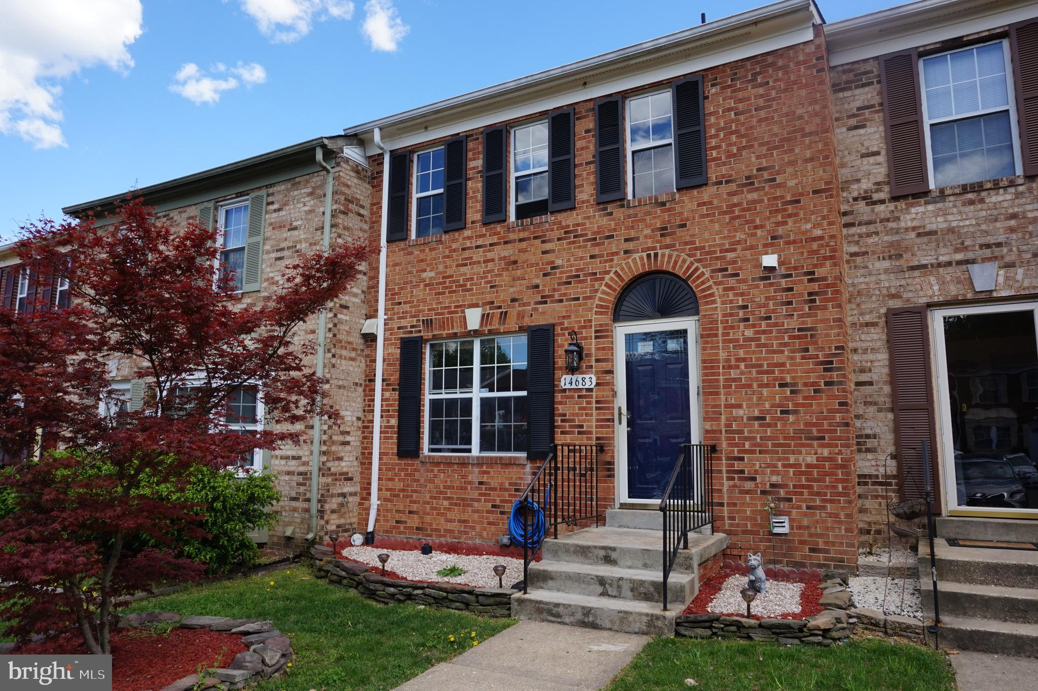3 Level Town house. Beautiful remodeled kitchen with recently updated SS appliances, Den in basementcould be use as a 4th bedroom, new carpet in rooms, fence installed last year, Great location minutes to I95.  Close to Potomac Mills Mall, Potomac Town Center, lots of restaurants, stores and more.