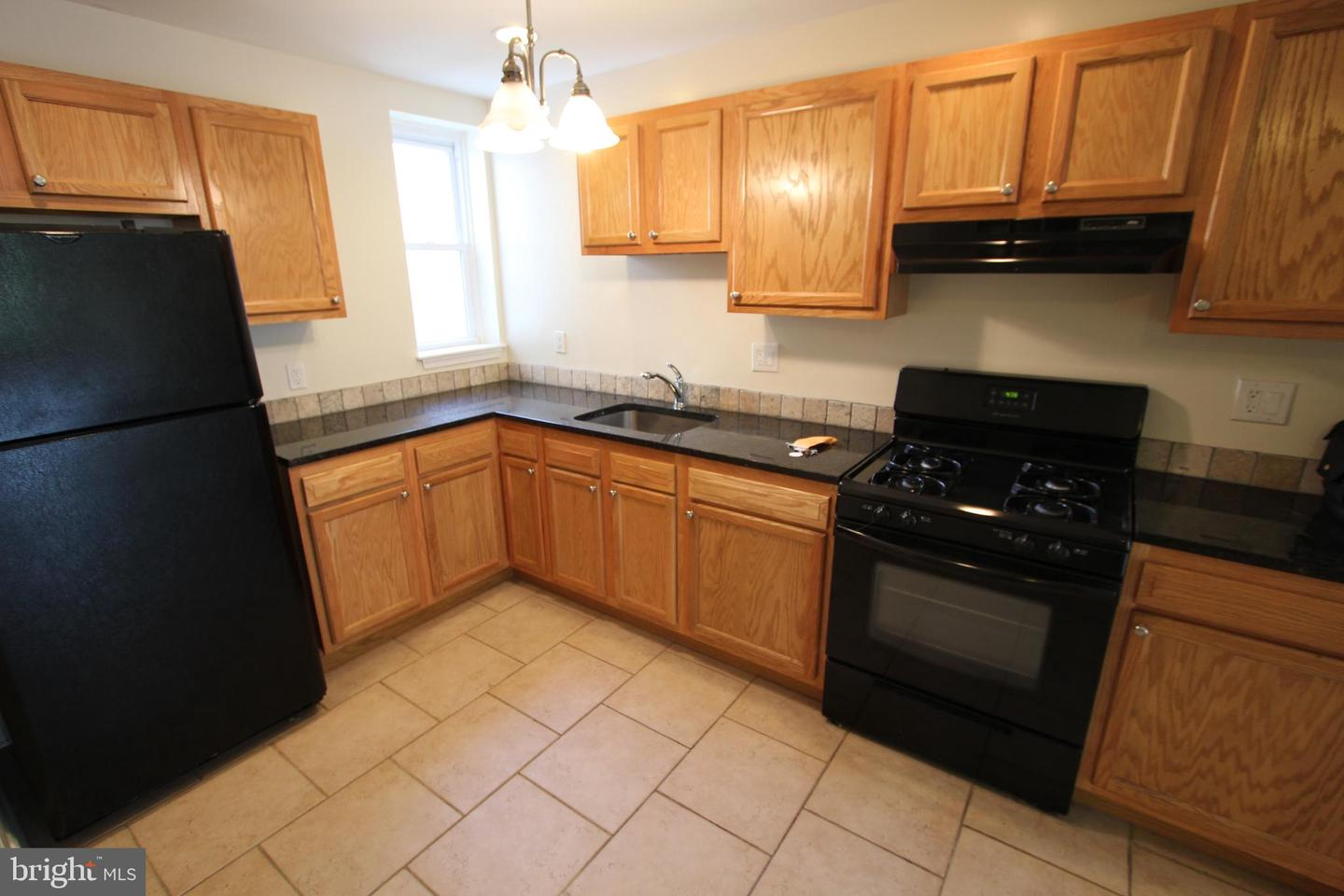 765 S 16TH Street #2/3 FLOOR Philadelphia, PA 19146