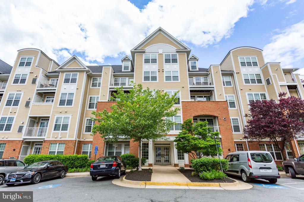2710 Bellforest Ct #211, Vienna, VA 22180