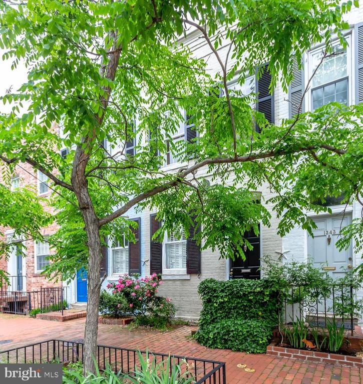 Great East Village Georgetown townhouse! Updated kitchen and bath. Beautifully refinished hardwood flooring throughout and freshly painted in neutral tones. Light filled. Fireplace in living room. Separate laundry on lower level. Walk out to private fenced brick patio and garden. This home oozes charm! Locate on a picturesque street and close to the Potomac Waterfront and all the fabulous shops and eateries Georgetown has to offer. 15 minute walk to Dupont or Foggy Bottom Metro!