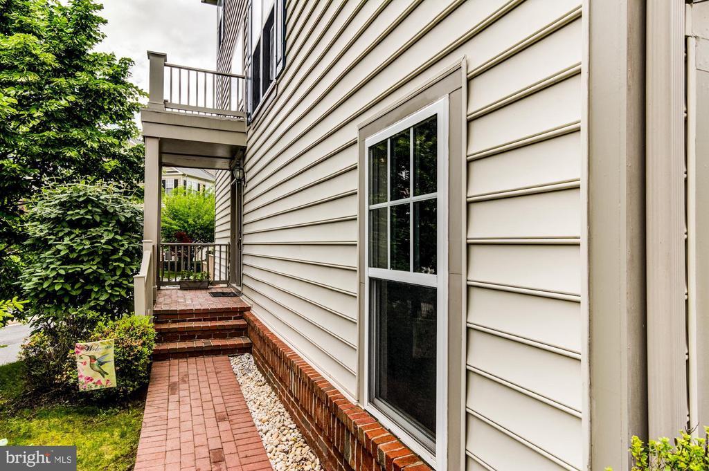 8114 Dove Cottage Ct, Lorton, VA 22079