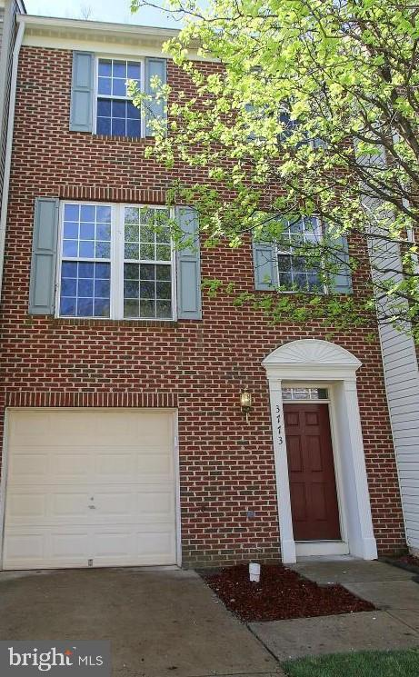 3 LVL, 3BR, 2.5BA BEAUTIFUL BRICK FRONT 1-CAR GARAGE TH BACKING TO WOODS & PARK LIKE SETTING. SPACIOUS LIGHT-FILLED OPEN FLOOR PLAN OFFERS LARGE EAT-IN KITCHEN W/ CENTER ISLAND OPENING TO PRIVATE REAR DECK & WOODED VIEWS, FINISHED WALK-OUT LL FAMILY ROOM W/ GAS FP, & PRIVATE MASTER SUITE W/ WALK-IN CLOSET, VAULTED CEILINGS.. GREAT LOCATION MINS TO FT BELVOIR, METRO, SHOPPING & DINING. SURELY NOT TO MISS.