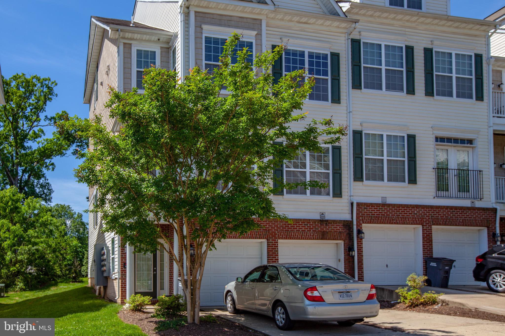 LOCATION, LOCATION, LOCATION - Easy access to I-95.  Freshly painted 2 level condo (end unit) with garage.  Large master bedroom with balcony.  New carpet in master.  Private deck off dining area. Come see if owning this condo may be better than paying rent.