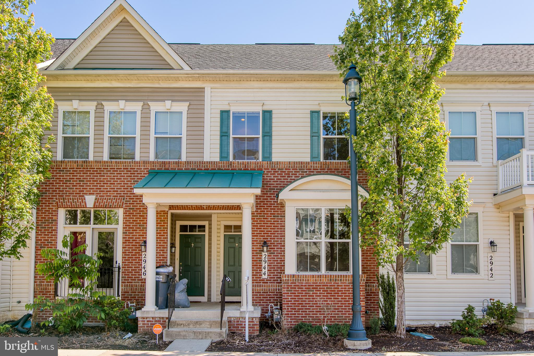 This town home offers 3 master bedrooms. 2 on upper level 1 in basement. Kitchen has granite counter lots of cabinets. Great rec/media room in basement. Great location just a short distance to shopping, dining, recreation, commuter lots, and public transportation.   Great community with pool, tot lots, fitness center.