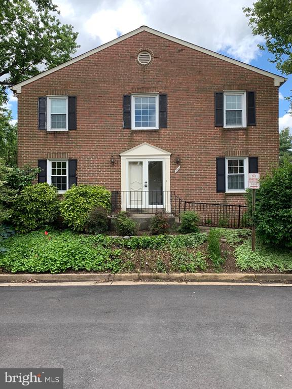 Welcome to 1333 Chetworth Court Alexandria, VA!  Large End Unit Townhome close to GW Parkway, Old Towne Alexandria, Potomac Yards and National Airport has 3 Bedrooms/3.5 Bathrooms and 3 Levels.  Enter the home into the light filled 2 story foyer.  Owners just remodeled the kitchen to include beautiful wood cabinets, brand new stainless steel appliances and granite counter tops.  Fresh paint on main level of the home.  New front doors (double) are on order and will be replaced as well.  Sun filled living room has wood burning fireplace, beautiful hardwood floors and access to rear patio area which has also had some freshening up.  Formal dining room off kitchen has hardwood floors.  Water and Sewer is included in rent.  Unit has one assigned parking space as well as guest spaces which are on a first come/first serve basis. Minimum 24 Month Lease.