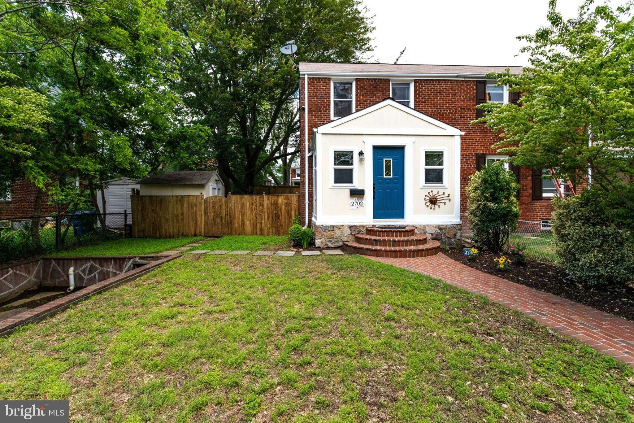 OPEN Sat & Sun 2-4. Perfectly sized home, expanded, open & updated kitchen walks out to mostly flat & fully fenced yard, hardwood floors, custom built-ins, and crown molding throughout. Super close walk to Huntington Metro, shops & eateries. EZ commute to National Landing, Old Town & DC! Community-oriented neighborhood in Popular Jefferson Manor which hosts many community events, monthly newsletter & private FB group. A great place to live AND invest for future payoff!  Hurry, won't last!