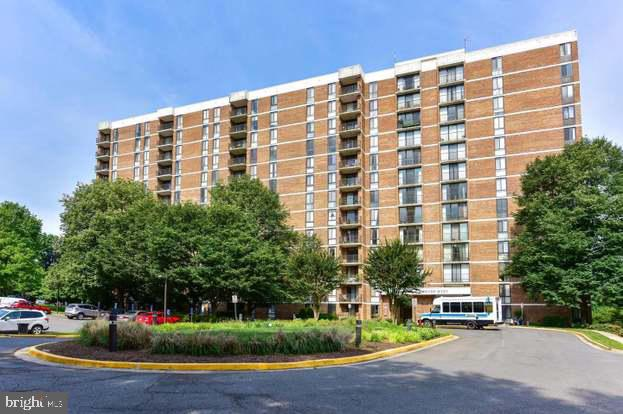 2300 Pimmit Dr #601, Falls Church, VA 22043