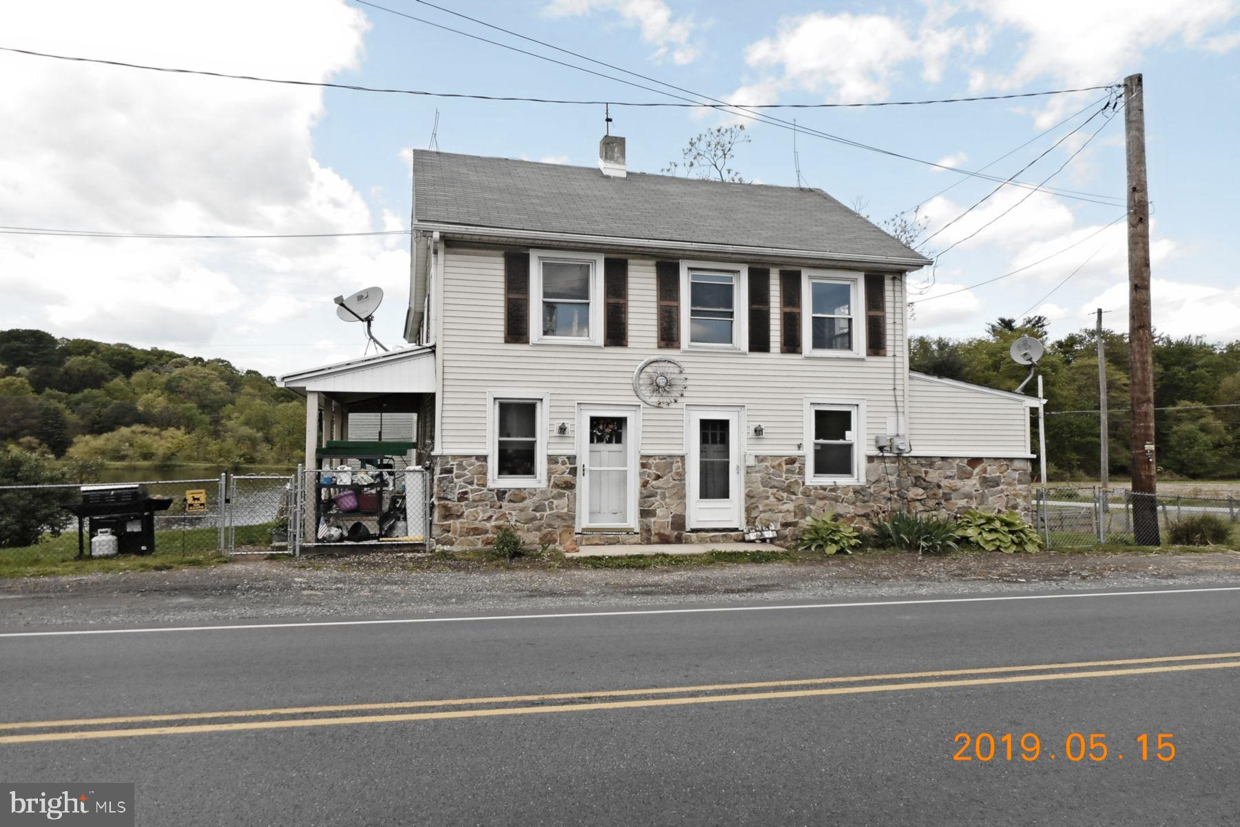 977-979 DETURKSVILLE ROAD, PINE GROVE, PA 17963