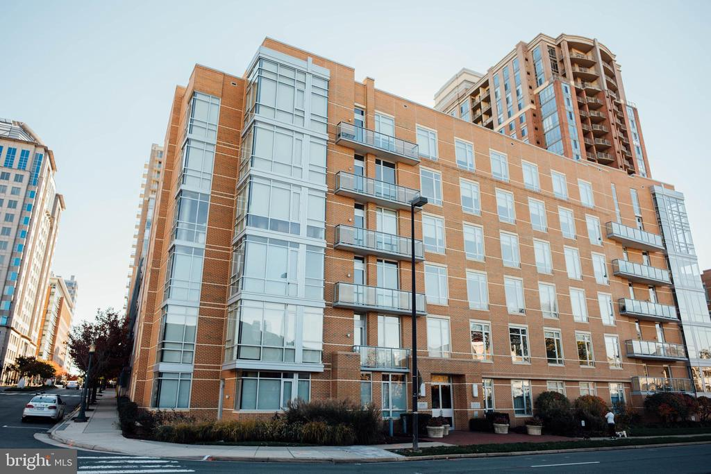 12025 New Dominion Pkwy #Ll102, Reston, VA 20190