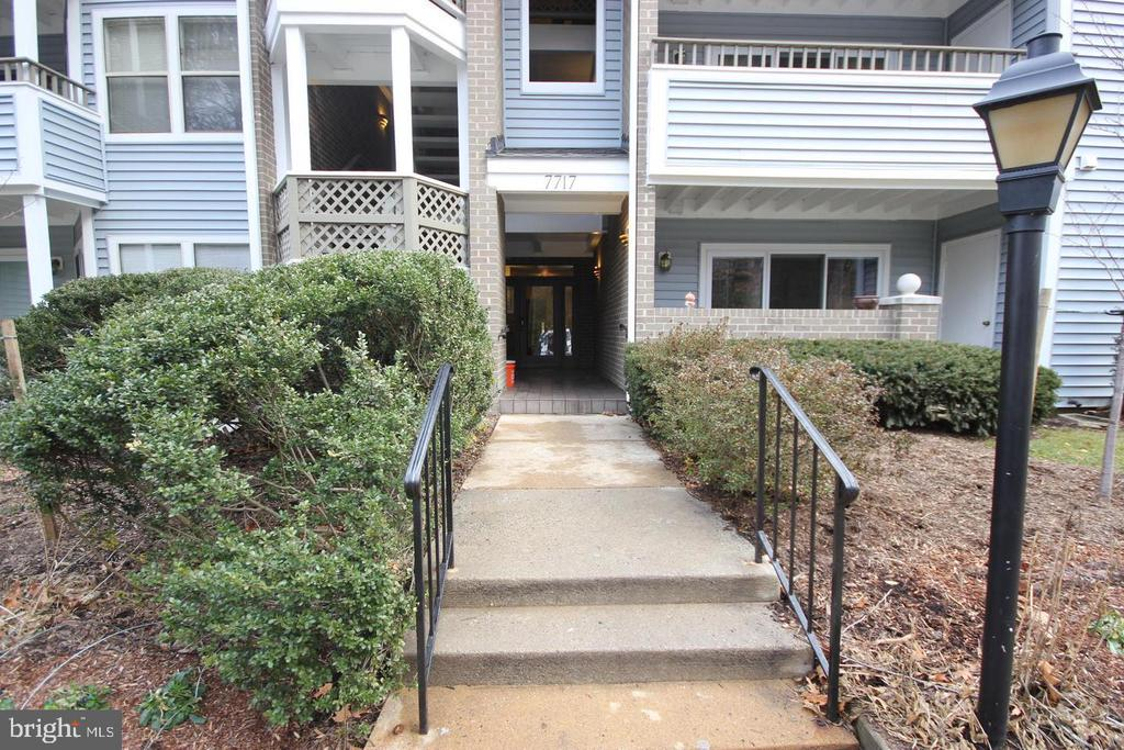 7717 Lafayette Forest Dr #85, Annandale, VA 22003