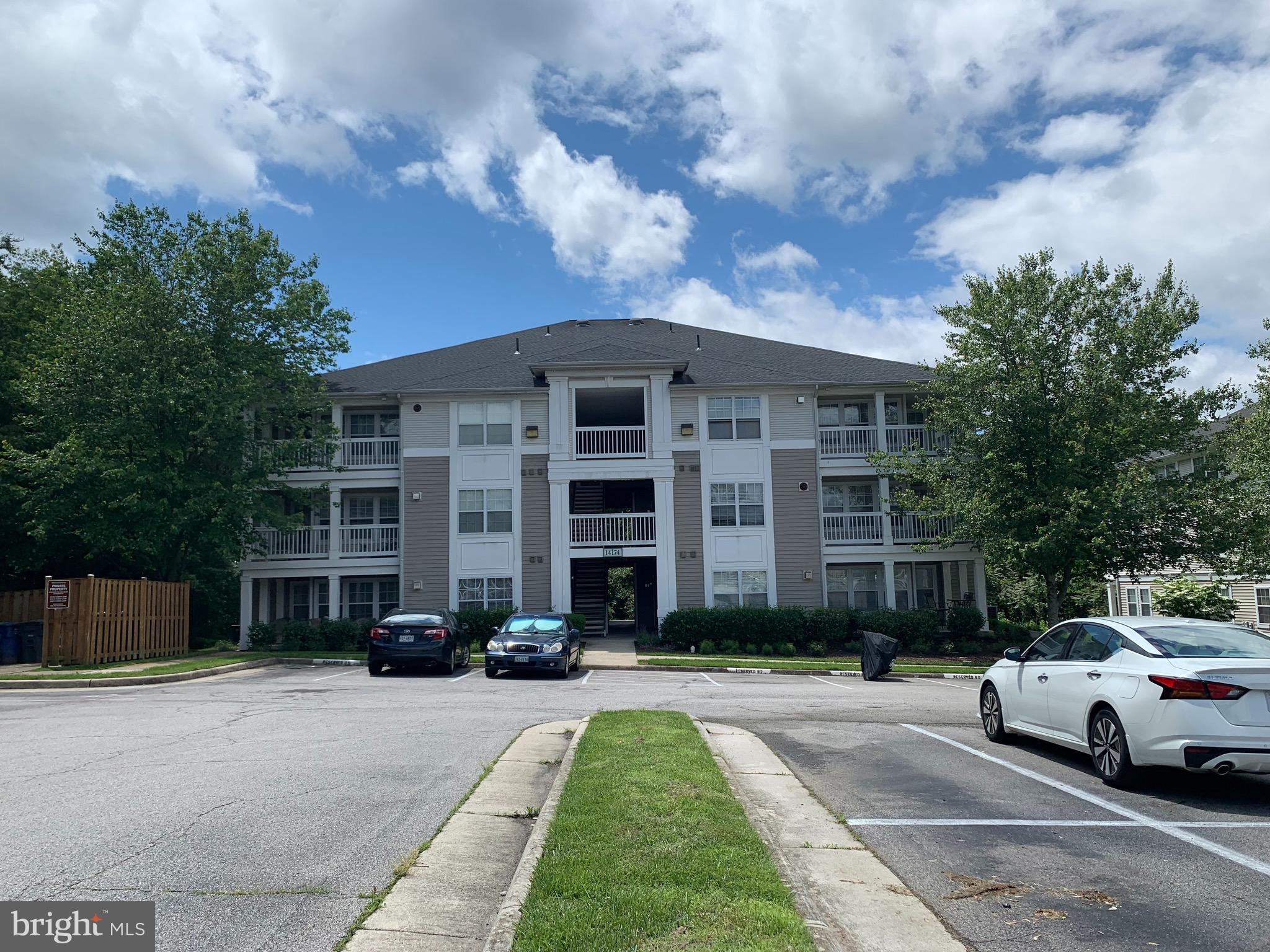 Beautiful Condo in the Prospect at Lakeside Community.  The property is located close to I-95, commuter lots and public transportation.  Property has plenty of shopping close by including Potomac Mills and Wegmans and Stonebridge.  New carpet, and new appliances.  Come make this your new home today!