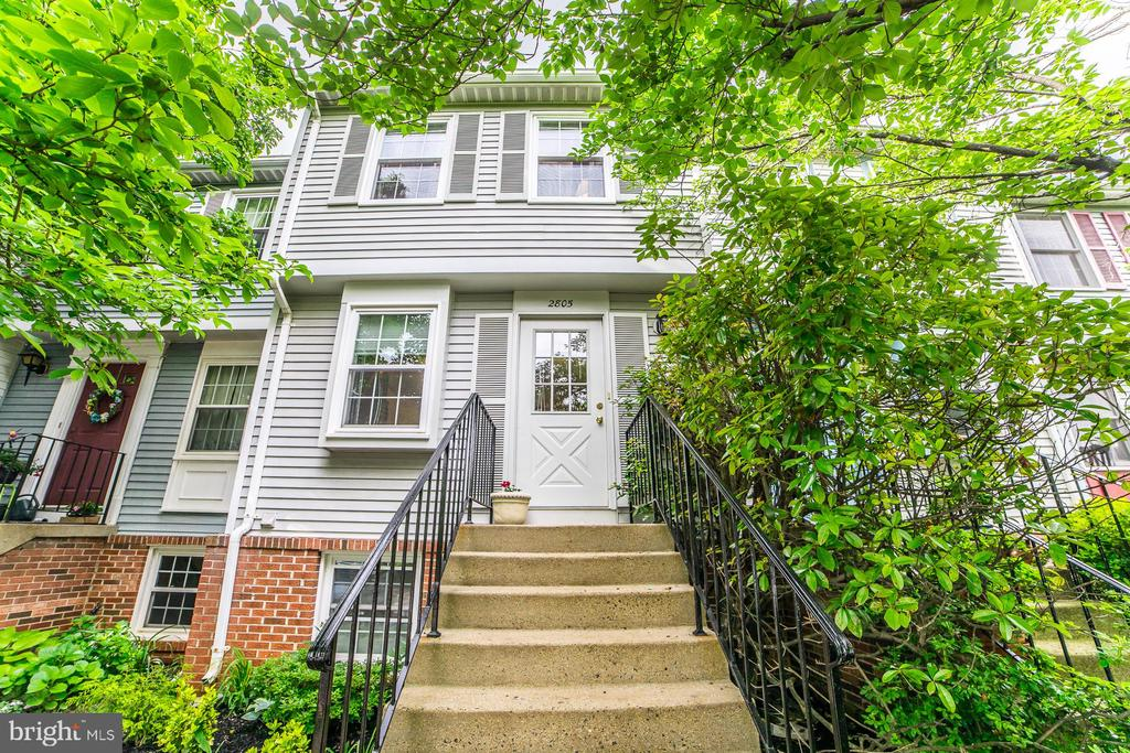 2805 Middleboro Dr, Falls Church, VA 22042