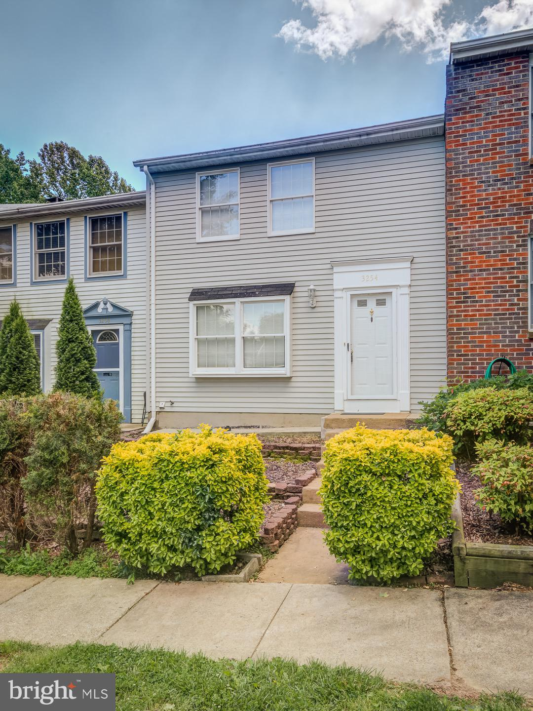 Completely remodeled on 2015! Hardwood floors, carpet. Kitchen w/stainless appliances, granite counters and cherry cabinets. Updated Baths, beautiful ceramic and tiles, Updated doors, fixtures and lighting. Fully fenced backyard, backs to open common area with beautiful view. Great location, close to PW Pkwy,I95,shops,Mall & Restaurants