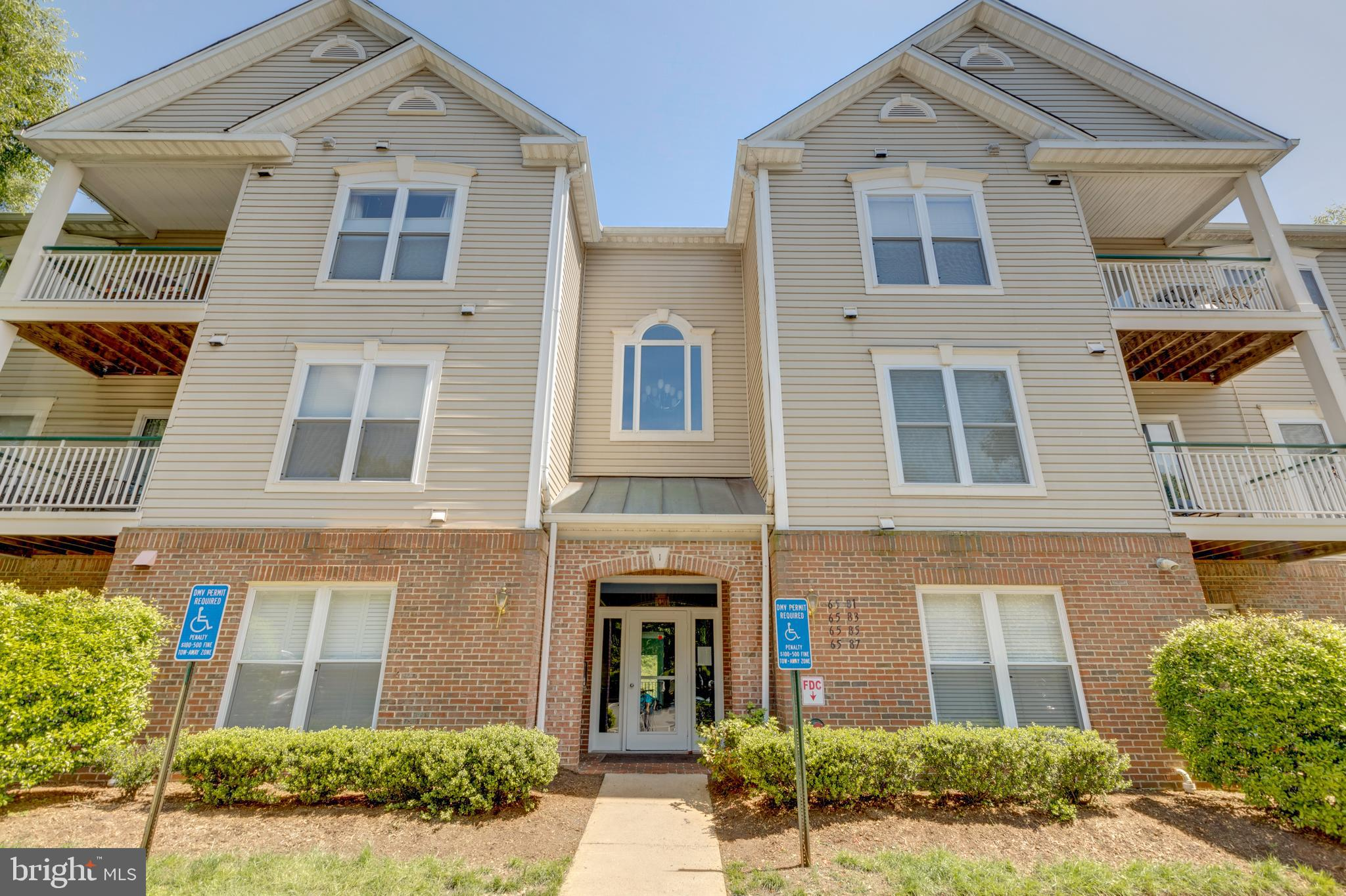 Beautiful 3 bedroom, 2 bath condominium minutes from Van Dorn Metro Station. Unit is handicap accessible with expanded doorways for wheelchair access and Roll-in shower. Condo features hardwood floors, granite countertops & gas fireplace. Fantastic Kingstowne location, minutes from shopping and restaurants. Community features Pool, Tennis courts, trail & Fitness Center. DIAL #0757 TO GAIN ACCESS