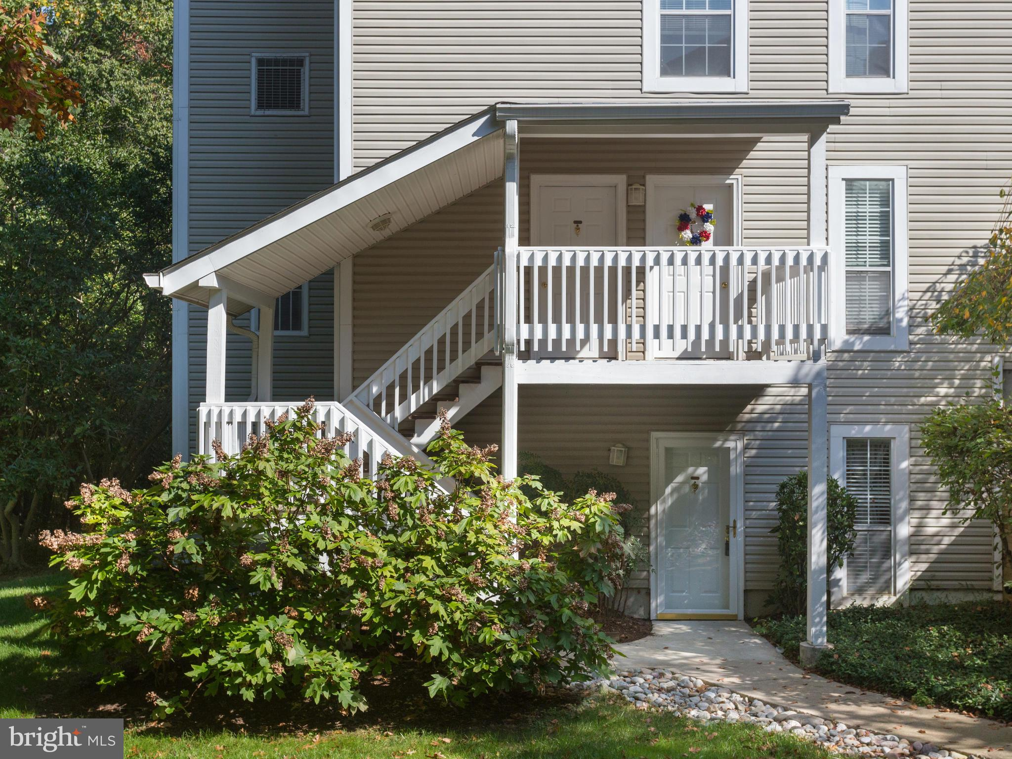 1BR, 1BA with den, ground level condo offers main level living, with one assigned parking space in sought after Vinings. Sparkling hardwood floors in elegant living/dining room combination is perfect for entertaining. Multi-purpose den could serve as an office or guest room. Efficiently designed kitchen offers everything a cook could want. New carpet! Washer and dryer in separate area. Private patio is great for relaxing. Backs to trees. Conveniently located to Prince William Parkway.