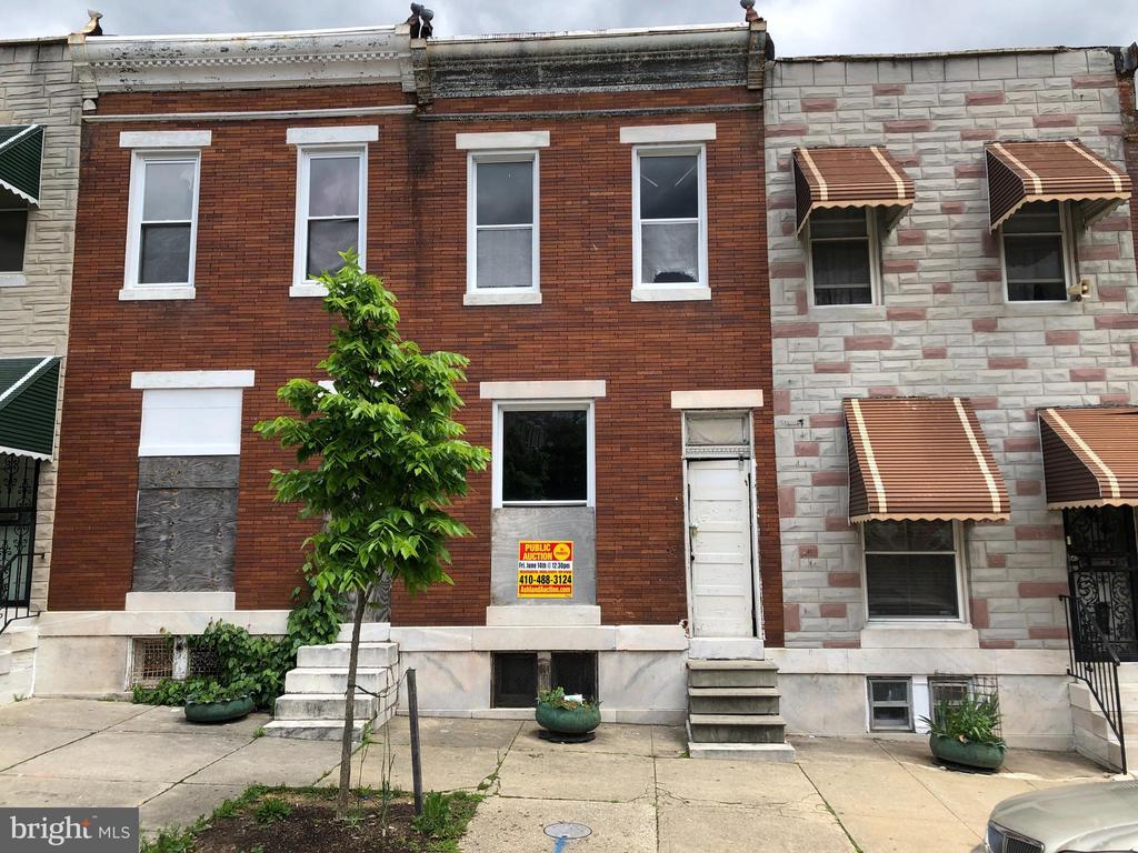 POST AUCTION DEAL: BUY NOW! 2 Story Townhome in Shipley Hill. Property is Vacant. 10% Buyer's Premium or $1,000 whichever is greater. Deposit $2,000. For full Terms and Conditions contact auctioneer~s office.