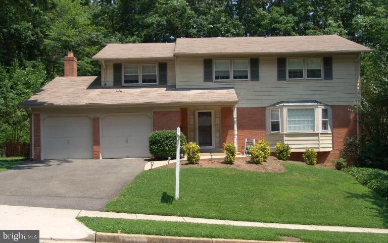 5 BEDROOMS UPSTAIRS! Sought after location in CARDINAL FOREST! This Beautiful 5bd features a 2 car garage, bright eat-in kit w/breakfast nook, huge family rm w/brick hearth off kit, gorgeous hardwoods, spacious bedrooms, master w/walk-in closet & FULL WALK OUT BASEMENT! Pets are case by case. Agent Owned!