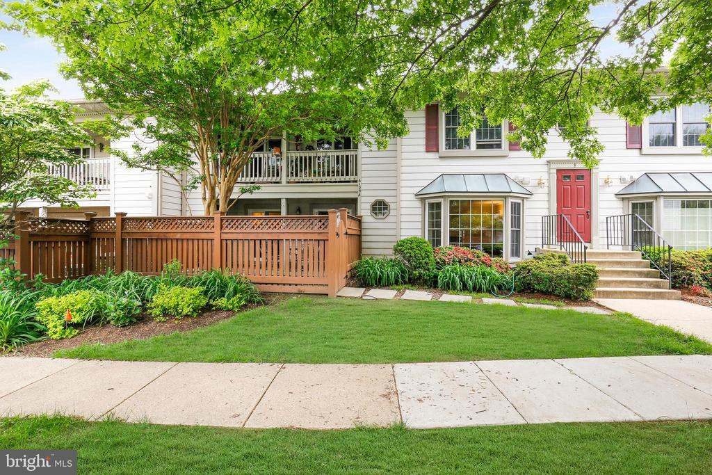 6109-A Essex House Sq, Alexandria, VA 22310